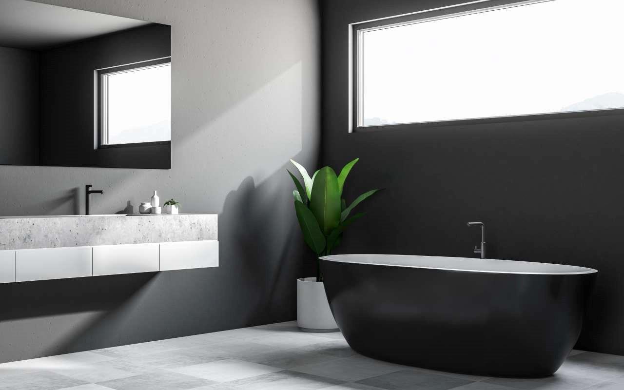 Zwiększamy optycznie małą łazienkę – jak to zrobić?