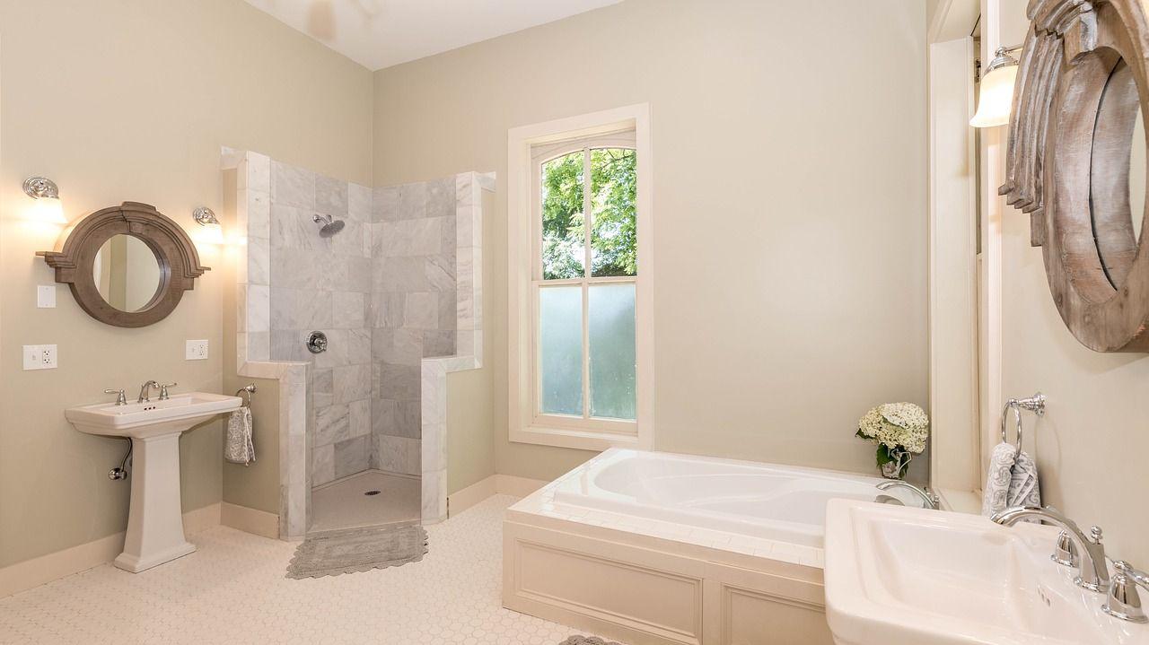 Umeblowanie łazienki, które łączy funkcjonalność i styl