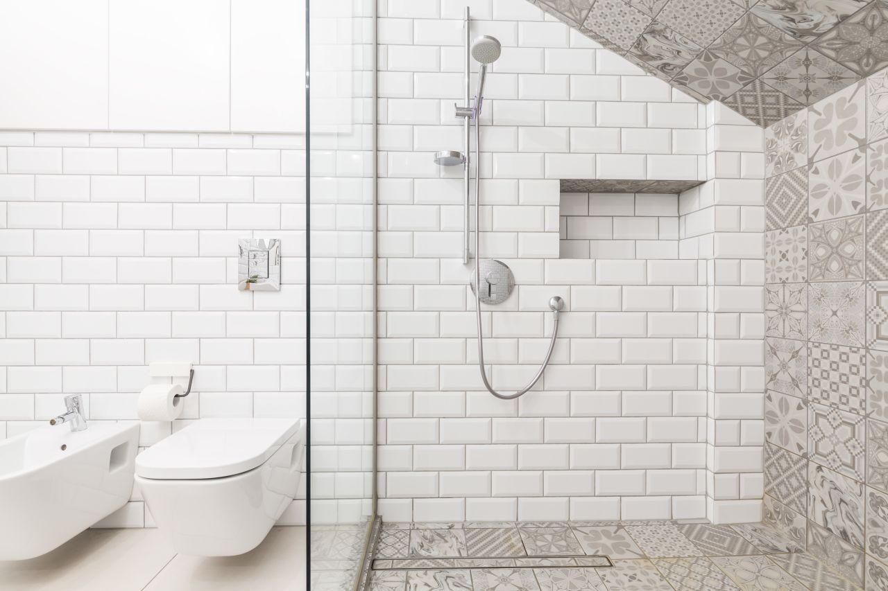 Jak urządzić funkcjonalną toaletę – trzy sprawdzone pomysły